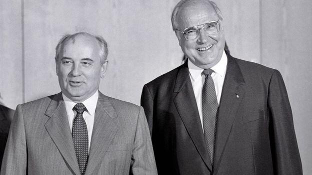 Mijail Gorbachov y Hermut Kohl.