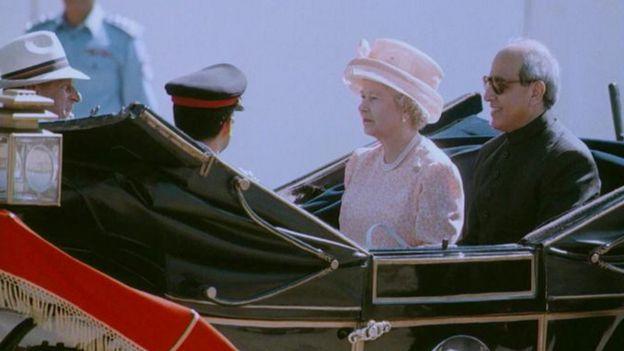 The Queen and then President of Pakistan Leghari Farooq in October 1997