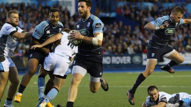 Alex Cuthbert crosses for the opening try against Glasgow