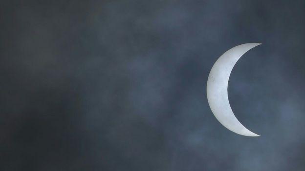 Sol tapado por la luna