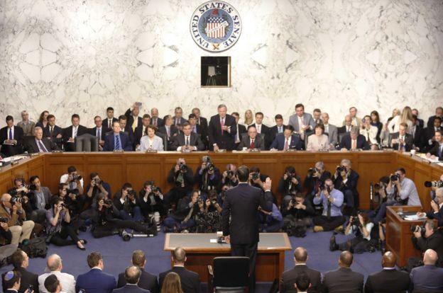James Comey tuyên thệ tại buổi tường trình