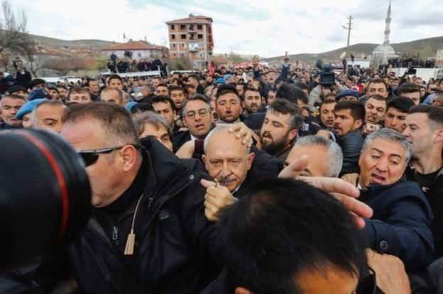 Kemal Kılıçdaroğlu'na Akkuzulu köyünde saldırı