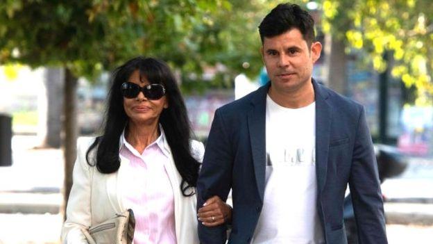 Javier Sanchez Santos llega a la corte de Valencia con su madre María Edite Santos el 4 de julio de 2019.