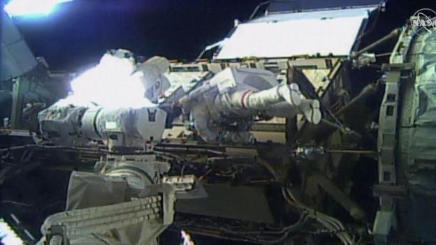 Jessica Meir embarks on the spacewalk