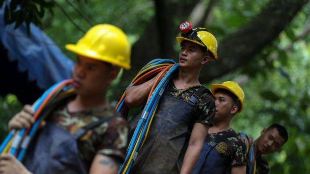 Personal del operativo de rescate de los niños en Tailandia