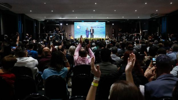 Bolsonaro durante comemoração dos 25 anos da Igreja Fonte de Vida