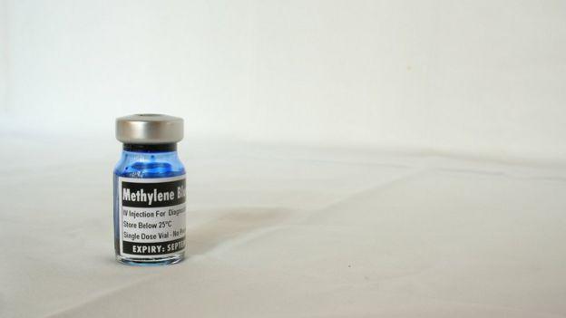 Bote de azul de metileno.