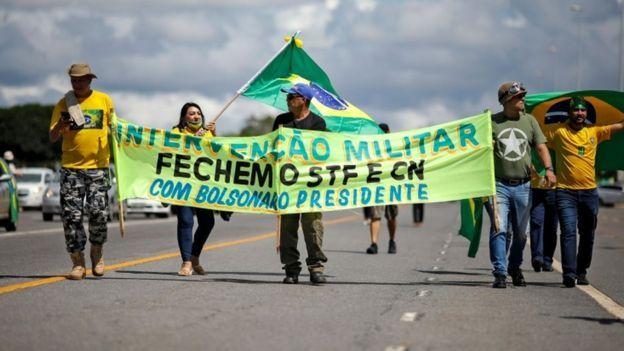 Protesto a favor da intervenção militar