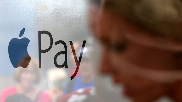 Apple Pay allows you to make payments to your mobile phone contacts. Photo: JUSTIN SULLIVAN / GETTY IMAGES