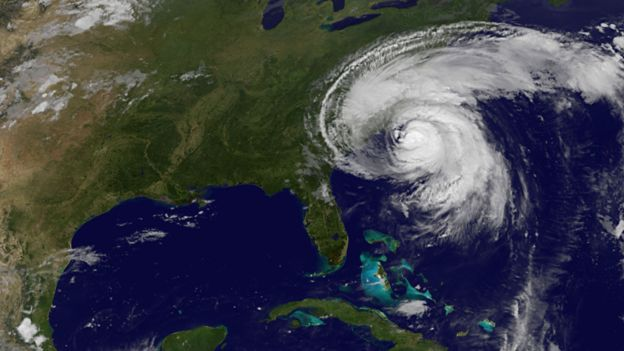 Huracán Irene avanzando sobre el océano