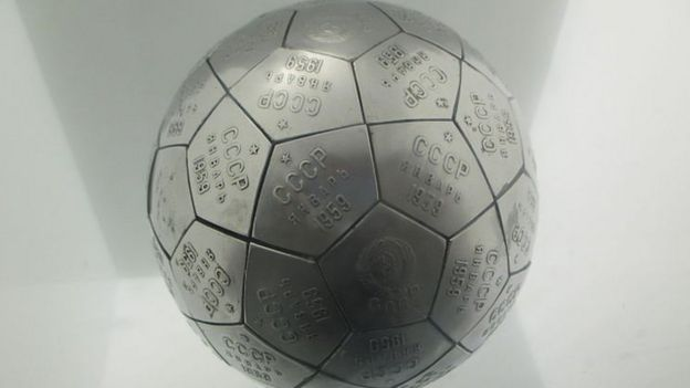 Réplica da esfera na Luna 2