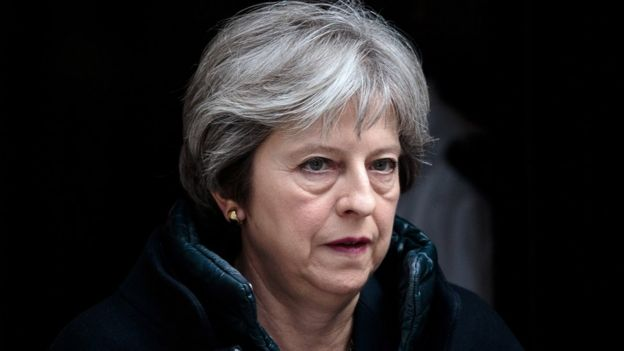 Thủ tướng Anh Theresa May rời Số 10 Phố Downing tới cuộc họp với các dân biểu hôm 14/3.