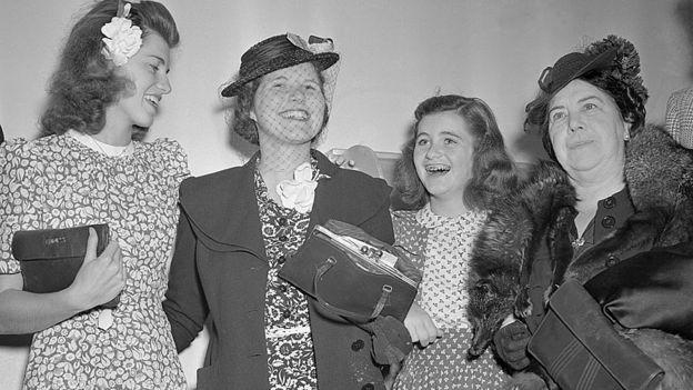 No dia em que voltou aos EUA, foi recebida pelas irmãs Eunice e Jean