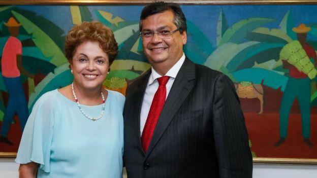 Dilma Rousseff e Flávio Dino sorriem em foto de 2015