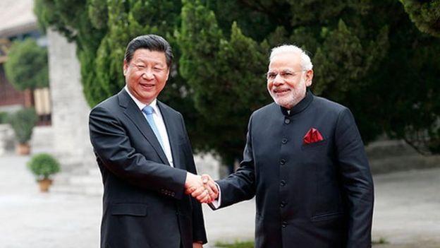 2015年5月,中国国家主席习近平陪同印度总理莫迪参观西安大慈恩寺。(资料图片)