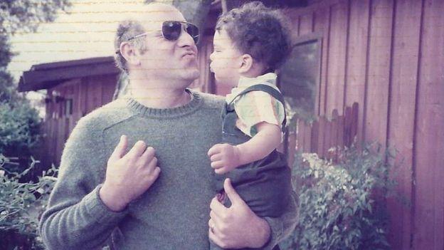 Liam y su padre adoptivo