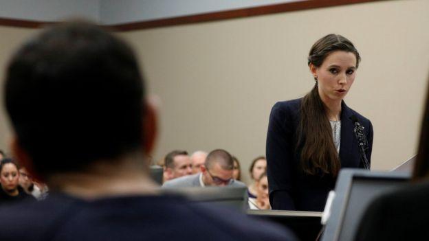Rachael Denhollander testifica frente a Larry Nassar