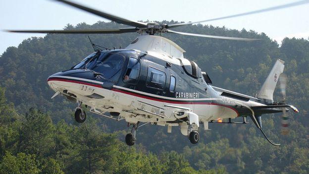 意大利國家警察的直升飛機在空中巡視守護開心果園。