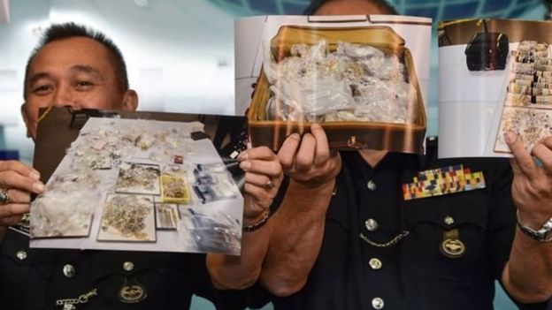 Polisi mengumumkan perhiasan dan permata serta barang mewah lain pada Rabu (27/06) yang disita dari kediaman Najib Razak.