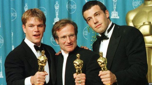 Williams, Matt Damon and Ben Affleck with their Oscar.
