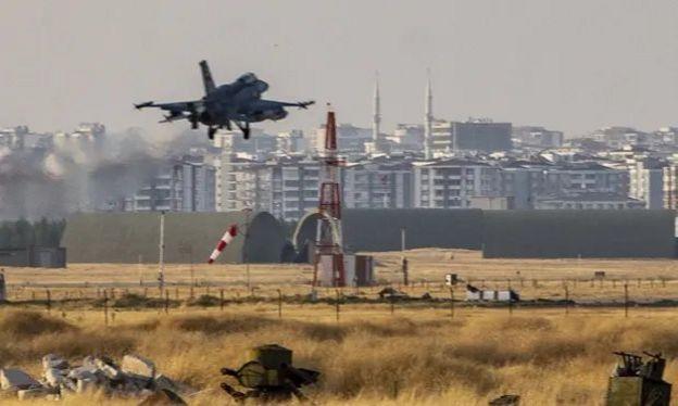 Diyarbakır'dan kalkan bir Türk savaş uçağı