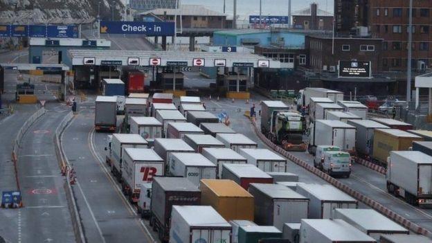 في حال الخروج بدون اتفاق قد تضطر الشاحنات إلى الانتظار يومين لعبور القناة الإنجليزية