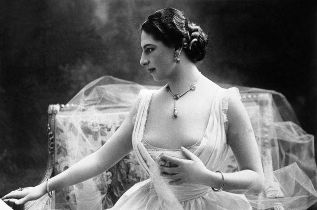 "mcheza densi Margaretha Geertruida MacLeod aliyejita ""Mata Hari"""