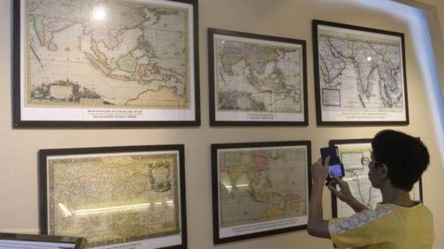Việt Nam từng tổ chức triển lãm, trưng bày các bản đồ cổ để chứng minh chủ quyền đối với các quần đảo Trường Sa và Hoàng Sa