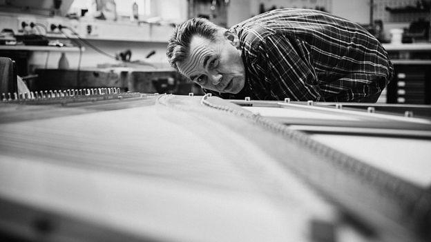 David Klavins con su piano