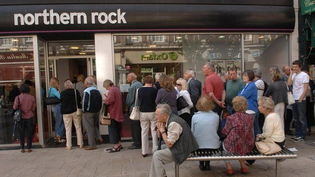 people queuing up to withdraw money from a branch of Northern Rock