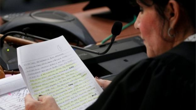 Juíza lê a sentença