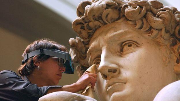 Detalles faciales del David de Miguel Ángel en Florencia.