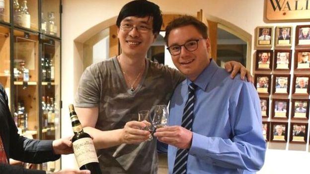 Zhang Wei y el gerente del hotel, Sandro Bernasconi. (Foto: Sandro Bernasconi)