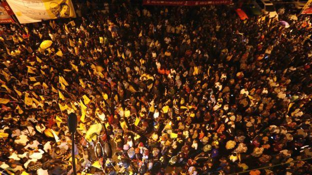 數以百計的人民在馬累聚集慶祝薩利赫勝選
