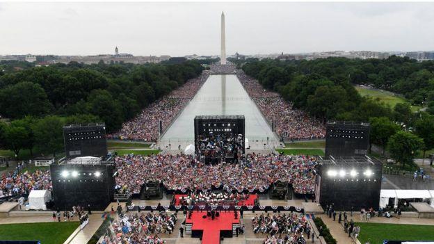 """美国总统唐纳德特朗普在""""向美国致敬""""七月四日的活动中发表讲话"""
