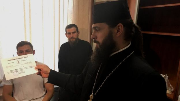 Image captionЕпіфаній прийняв монастир під свою опіку разом з його намісником архімандритом Макарієм