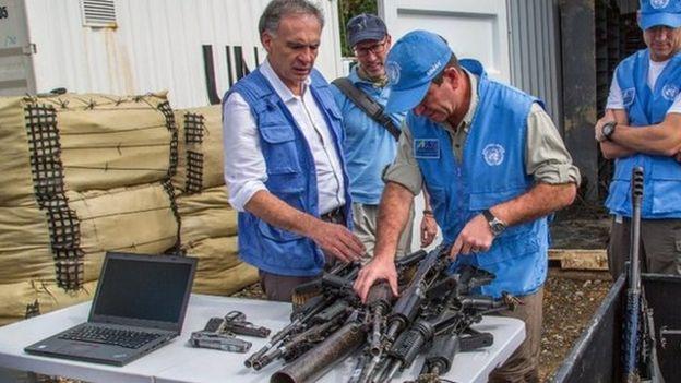 """Las """"históricas"""" primeras fotos de la entrega de armas de las FARC no son la imagen cargada de simbolismo que muchos en Colombia esperaban"""