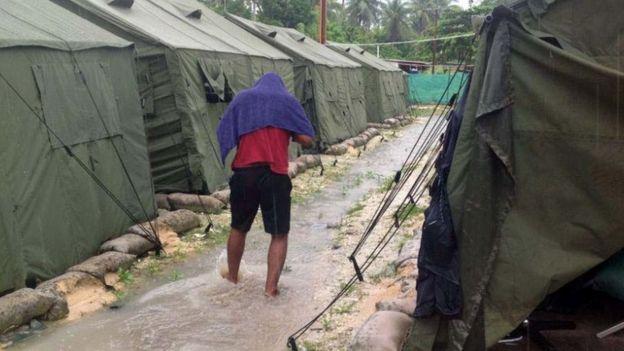 تعدادی از پناهجویان از اردوگاههای خارج از استرالیا به آمریکا اعزام میشوند