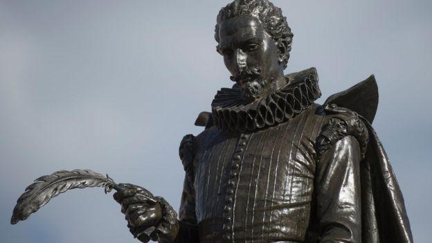 """Miguel de Cervantes se refirió al término 'vos' en su libro """"Don quijote de la mancha""""."""