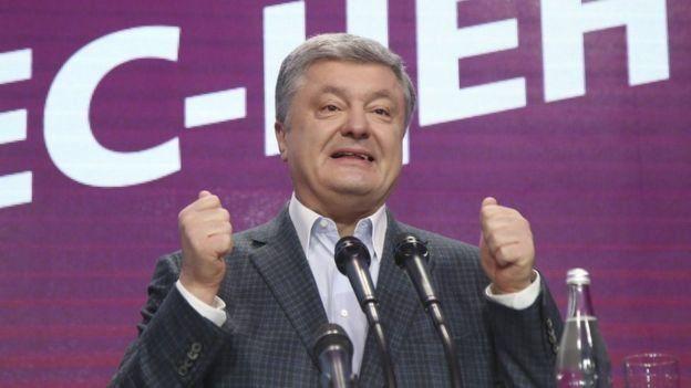 За даними екзит-полів, Володимир Зеленський у другому турі змагатиметься з Петром Порошенком
