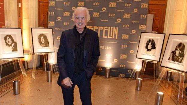 """Jimmy Page asiste al lanzamiento de """"Led Zeppelin"""" el libro ilustrado oficial que marca el 50 aniversario de la formación de la banda, en 2018 en Londres."""