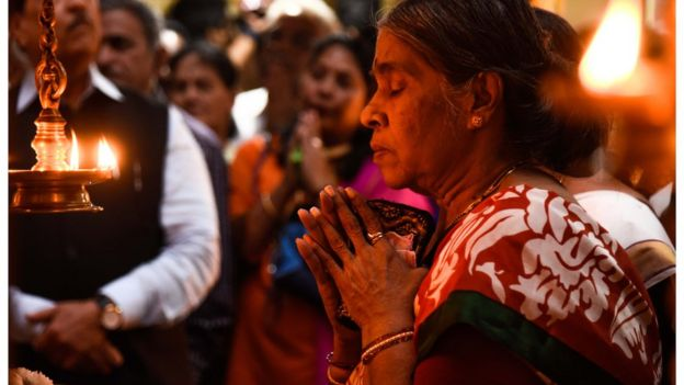 প্রার্থনারত এক ভারতীয় হিন্দু নারী।
