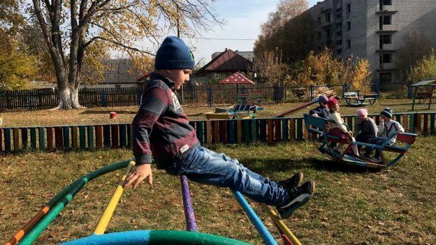 Niños jugando en la ciudad de Narodichi
