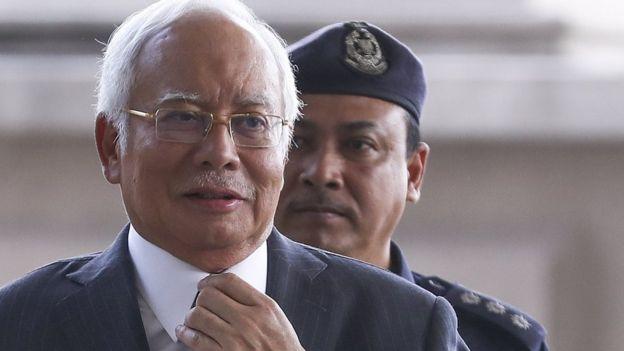 Najib Razak ditahan dalam dugaan penyalahgunaan kekuasaan.