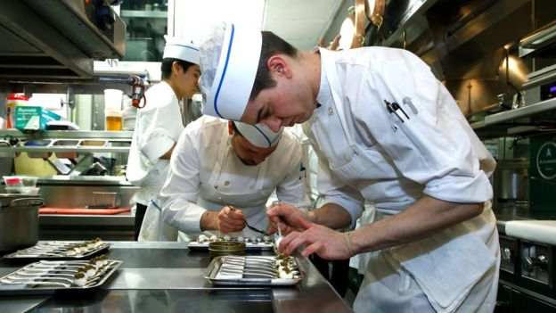 Cocineros trabajando