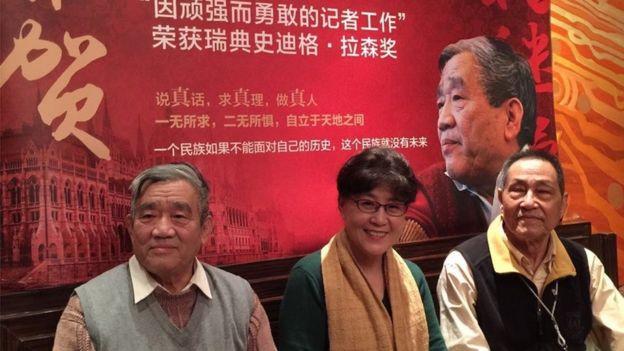 蔡霞(中)與中國記者楊繼繩(左)、前中共中央總書記趙紫陽秘書鮑彤(右)