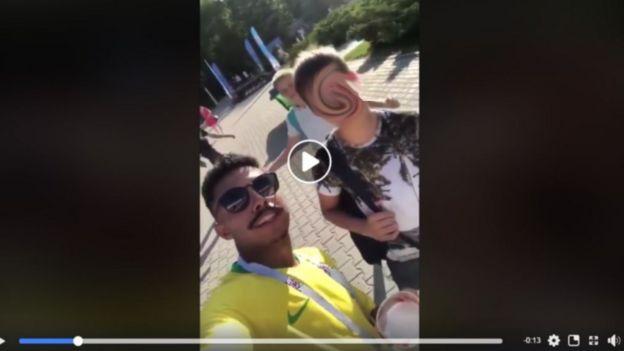 Adolescente sendo induzido a falar que quer dar para o Neymar