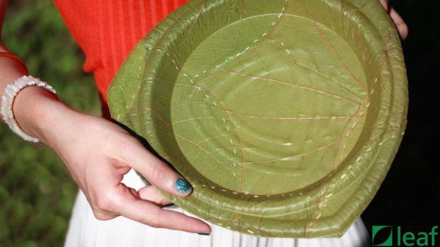 тарелка из листа
