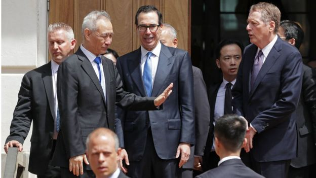 刘鹤在10日会谈后与美方官员告别