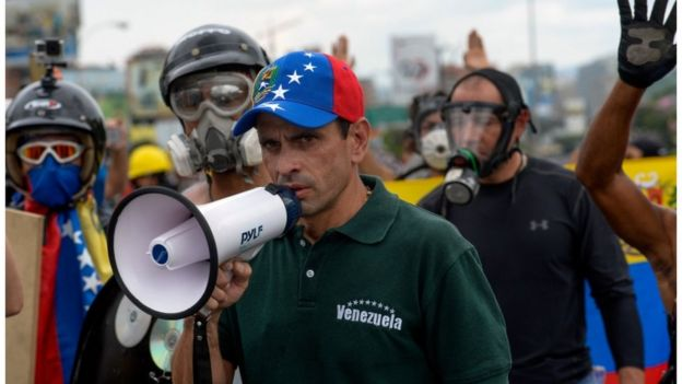 Henrique Capriles durante protesto em 8 de maio